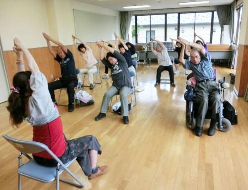 出張ヨガ 埼玉県坂戸市社会福祉法人 椅子を使ったシニアヨガ