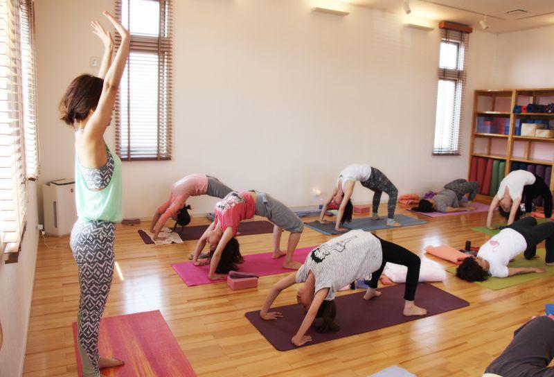 Yoga Studio H&B 背中美人ヨガ